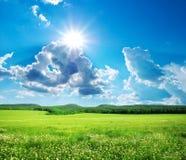 山的绿色草甸。 免版税库存照片