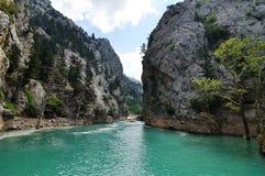 山的绿色Canyon湖 库存图片