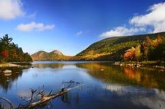 山的Autumn湖 库存照片