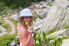 山的Pirin女孩 库存照片