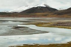 山看法和阿瓜calientes盐湖在Sico通过 免版税库存图片