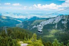 山空中览绳在波兰Tatras,扎科帕内 免版税图库摄影