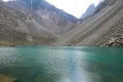 山绿松石湖 山精神湖阿尔泰山,俄罗斯 库存照片