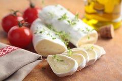 山羊乳干酪和蕃茄 库存图片