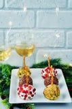 山羊乳干酪球开胃菜的变异用开心果, pomegra 库存照片