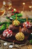 山羊乳干酪球开胃菜的变异用开心果, pomegra 库存图片