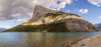 山羊池塘和Spray湖水库Canmore亚伯大加拿大 库存图片