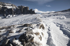 山美丽的景色在冬天 免版税库存图片