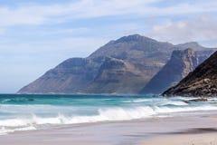 山美丽的景色在Hout海湾,开普敦,南非附近的,看见从Noordhoek长滩 库存照片