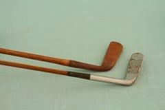 山胡桃有羽轴的高尔夫俱乐部 免版税库存照片