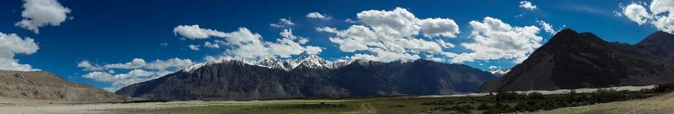 山脉全景 库存照片