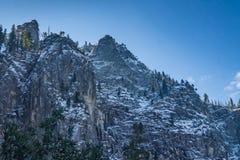 山脉在优胜美地公园 库存照片