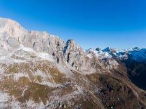 山脉在冬天 免版税库存图片