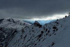 山脉在冬天 免版税库存照片
