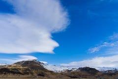 山脉在冬天 库存照片