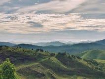 山脉在多云天 美好的横向 免版税图库摄影