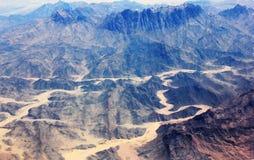山脉在沙漠 免版税库存照片