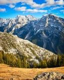 山脉在落矶山在秋天 免版税库存图片