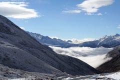 山脉在西西藏 库存图片