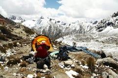 山脉山帐篷黄色 库存图片