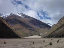 山脉布朗卡的迁徙的圣克鲁斯在秘鲁 免版税图库摄影