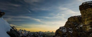 山脉的日落视图在不列颠哥伦比亚省 库存图片