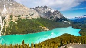 山脉风景和湖,加拿大 免版税库存图片