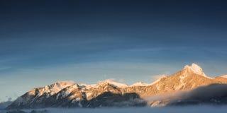 山脉hahnenkamm全景在冬天 免版税库存照片
