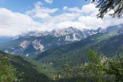 山脉wetterstein的看法在巴法力亚阿尔卑斯 免版税图库摄影