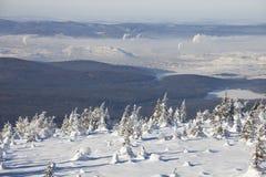 从山脉Zyuratkul,距离的城市Satka的看法 免版税库存照片