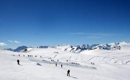 山腰滑雪者 免版税图库摄影