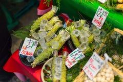 山葵商店出售山葵根是多数普遍的日本食物厚待 免版税库存图片
