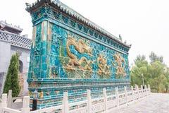 山西,中国- 2015年9月17日:在观音堂临时雇员的龙屏幕 库存图片