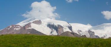 山谷和峰顶的看法 免版税库存照片