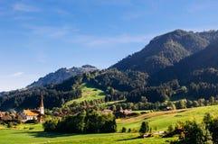 山谷和马尔巴赫镇恩特勒布赫,瑞士生物圈储备  免版税库存照片