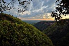 山谷日落风景, Nam Nao国家公园, Thailan 库存图片