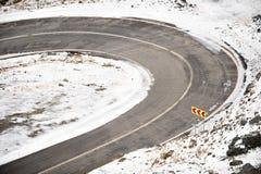 山路在冬天 库存照片