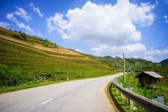 山路在北越南 免版税库存照片
