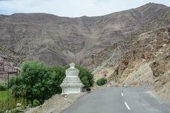 山路在拉达克,在印度北部 库存照片