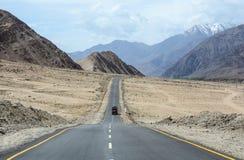 山路在拉达克,在印度北部 免版税库存照片