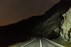山路在晚上 免版税库存照片