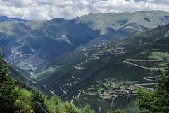 山路在西康省,藏东 图库摄影