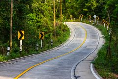 山路视图在泰国,曲线路 库存照片