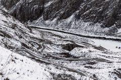 山路雪冬天曲线 图库摄影
