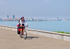 登山车的骑自行车者 免版税图库摄影
