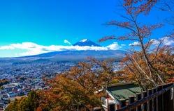 从山边的富士山视图在Kawaguchiko 图库摄影