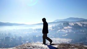 山远足者上升的冒险村庄 影视素材