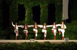 黑山链子舞蹈在露天舞台 免版税图库摄影