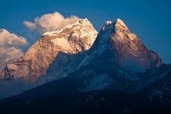 山阿马Dablam (6814 m)在日落。喜马拉雅山。尼泊尔 库存图片