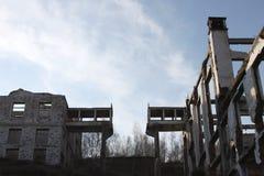 山集中的工业体系(GOK)的废墟在村庄Tuim 免版税图库摄影